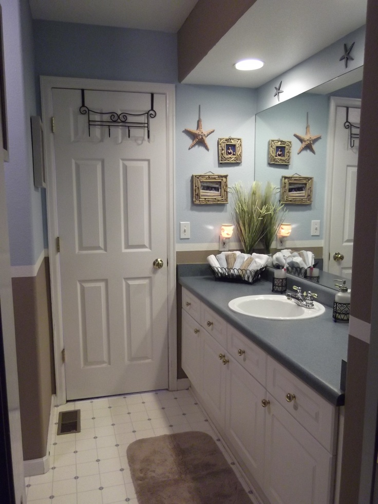 Simple Beach Bathroom